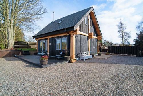 Rowanlea Lodge Outside Summer (1)